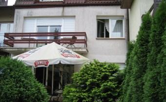 -dom od strony części ogrodoqwej