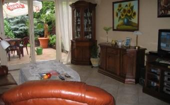 -salon z wejściem na taras